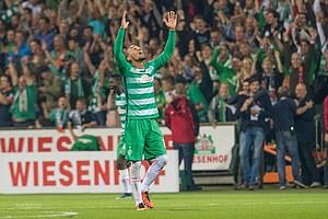 Der Mann für die wichtigen Tore: Nach einer Ecke erzielt der Dauerbrenner das erlösende Tor zum ersten Werder-Sieg der Saison 2016/17 (Foto: nordphoto).