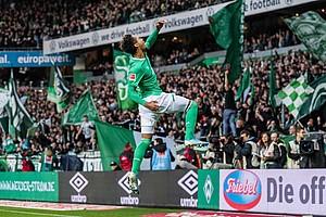 """Sein vorerst letzter Streich: """"Theo"""" köpft gegen Freiburg zum zwischenzeitlichen 2:1 ein (Foto: nordphoto)."""